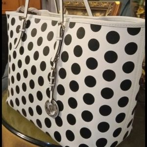 Michael kors beautiful white and black bag